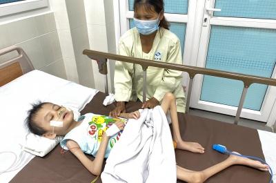 (th28) giúp đỡ cháu bé 10 tuổi bị bại não, nhiễm trùng huyết, suy dinh dưỡng nặng